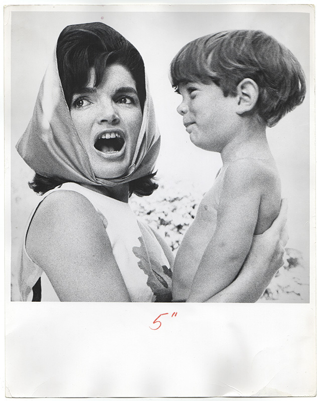 [Photograph of Jackie Kennedy and John Jr. in Palm Beach, 1963]. Mark SHAW, Photographer.