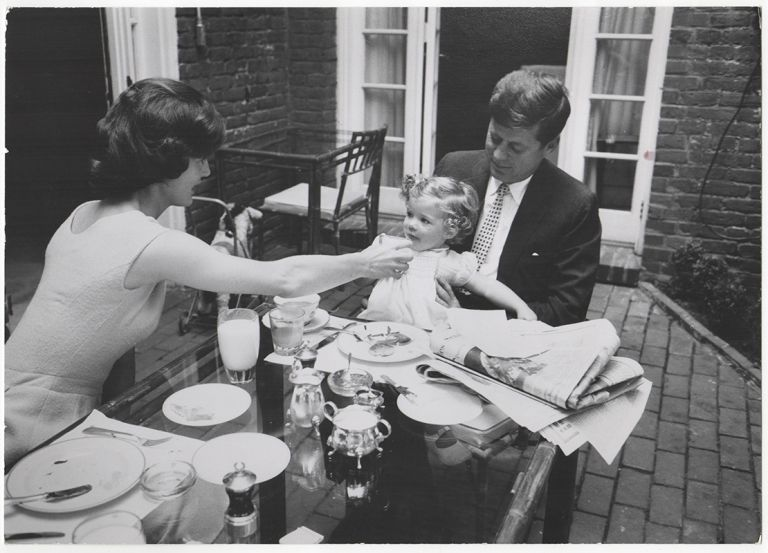 [Photograph of John, Jackie and Caroline Kennedy at Their Georgetown Home in 1959]. Mark SHAW, Photographer.