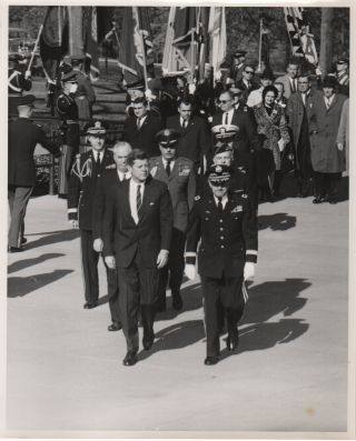 Twenty-Four Original Photographs of President Kennedy at Arlington National Cemetery]. U S....
